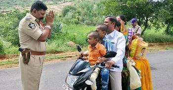 মোটরসাইকেলে শিশুদের সুরক্ষায় কঠোর আইন হচ্ছে ভারতে