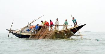 কাল থেকে ৬ জেলায় দুই মাস মাছ ধরা নিষিদ্ধ