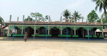 পাহাড়ি জনপদে ঐক্যের প্রতীক গোমতি বাজার শাহী জামে মসজিদ
