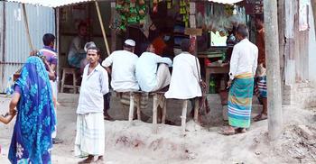 শহরে বাধ্য হলেও গ্রামে বালাই নেই স্বাস্থ্যবিধির