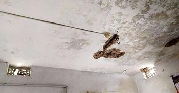 শায়েস্তাগঞ্জে কমিউনিটি ক্লিনিকের ঝুঁকিপূর্ণ ভবনে চিকিৎসা