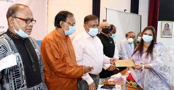 খালেদা জিয়ার দ্রুত আরোগ্য কামনা করি : তথ্যমন্ত্রী