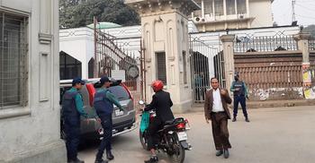 খালেদার জামিন শুনানি : অপরিচিতদের ঢুকতে দেয়া হচ্ছে না আদালতে