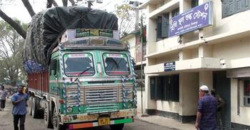 হিলি স্থলবন্দর দিয়ে আমদানি-রপ্তানি বন্ধ