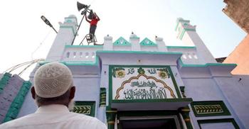 মসজিদে মাইক ব্যবহার চলবে না : ভারতের আদালত