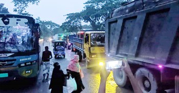 সংস্কারের দাবিতে কুষ্টিয়া-ঝিনাইদহ সড়ক অবরোধ, ৪০ কিমি যানজট