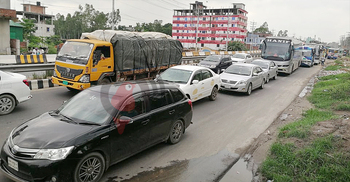 ঢাকা-টাঙ্গাইল মহাসড়কে চলছে ফ্লাইওভারের কাজ, যানজটে দুর্ভোগ