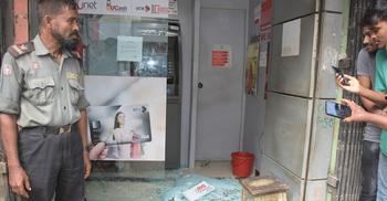 থানার পাশে বোমা ফাটিয়ে ১৭ লাখ টাকা ছিনতাই