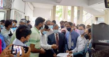 জগন্নাথ বিশ্ববিদ্যালয়ে টিকাকেন্দ্র উদ্বোধন
