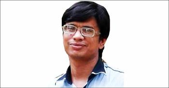 কুমিল্লায় বাড়িতে ঢুকে সাংবাদিককে কুপিয়ে জখম