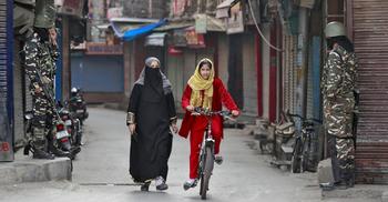 অবরুদ্ধ কাশ্মীরের ক্ষতি ১০০ কোটি ডলারেরও বেশি