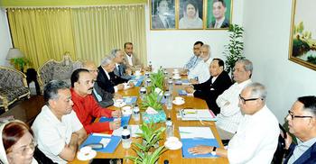 খালেদার জামিন শুনানি : আইনজীবীদের সঙ্গে স্থায়ী কমিটির বৈঠক