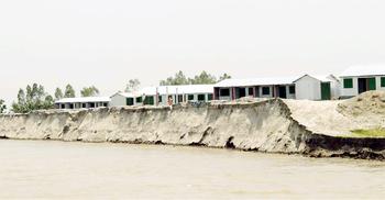 যেকোনো মুহূর্তে বিলীন হয়ে যাবে আশ্রয়ণ প্রকল্প