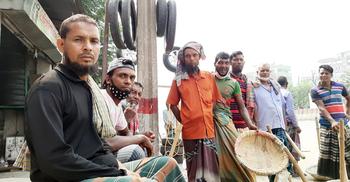 'দ্যাশে যামু হেই উপায় নাই, ঢাকায়ও টিকতে পারতেছি না'