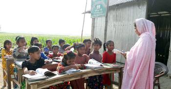 তিস্তার চরে একই নামে দুই শিক্ষা প্রতিষ্ঠান, বিপাকে শিক্ষার্থীরা