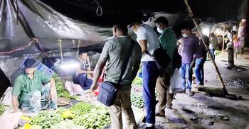 চাঁপাইনবাবগঞ্জ থেকে ফিরে করোনায় আক্রান্ত, বাজার লকডাউন