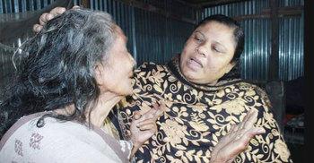 বয়স্কভাতা কার্ড পেলেন ১০ সন্তান থেকেও ভিক্ষা করা সেই মা