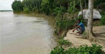 মাগুরায় নদী ভাঙনে দিশেহারা হয়ে পড়েছেন এলাকাবাসী
