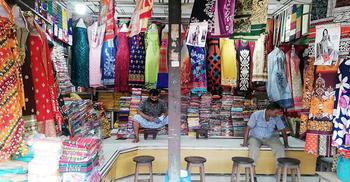 ছাড়েও ক্রেতা মিলছে না রাজধানীর শপিং সেন্টারে