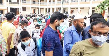 মনিপুর স্কুলে স্বাস্থ্যবিধিতে উদাসীনতা, ঝুঁকিতে শিক্ষার্থীরা