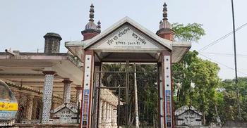 বঙ্গভঙ্গের ইতিহাস বহন করছে ঐতিহ্যবাহী মসজিদটি