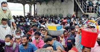 কঠোর বিধিনিষেধেও শিমুলিয়া ঘাটে যাত্রীদের ঢল