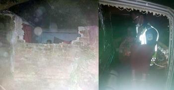 মধ্যরাতে বাথরুমের দেয়াল ভেঙে অসুস্থ গৃহবধূকে হাসপাতালে নিলো পুলিশ