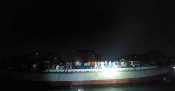 বরিশালের পথে ৪ নৌযানে ১১০০ যাত্রী, ফেরত পাঠালো পুলিশ