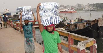 'গুজবে' কান দিয়ে ২০ কেজি করে লবণ কিনছেন তারা