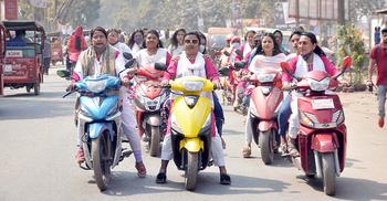 নারী বাইকারদের মোটরসাইকেল শোভাযাত্রা