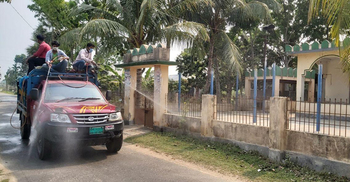 গুরুদাসপুরের অলিগলি-মসজিদ-মাদরাসায় জীবাণুনাশক স্প্রে