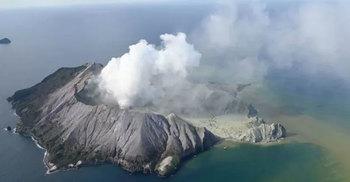 নিউজিল্যান্ডে আগ্নেয়গিরিতে মৃত্যু ৫, নিখোঁজ অনেকে