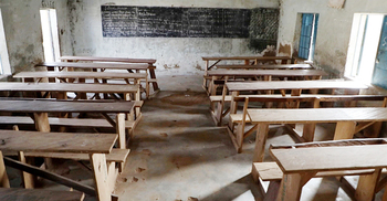নাইজেরিয়ায় স্কুল থেকে তিনশ ছাত্রী অপহরণ