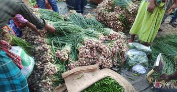 কারওয়ান বাজারে পেঁয়াজ ৬০ টাকা, হাতিরপুলে দ্বিগুণ