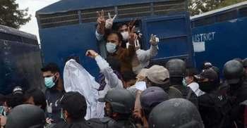 করোনা: পাকিস্তানে ৫৩ চিকিৎসক আটক
