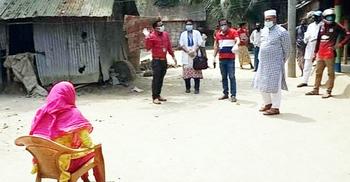 কিশোরী করোনা আক্রান্ত গুজবে এলাকায় তুলকালাম