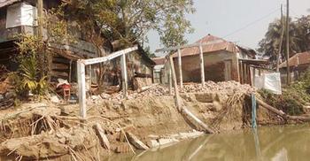 পিরোজপুরে নদীগর্ভে বিলীন স্কুল-মন্দিরসহ শতাধিক প্রতিষ্ঠান