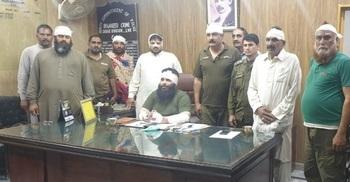 জিম্মি থাকা ১১ পুলিশকে মুক্তি দিল পাকিস্তানের বিক্ষোভকারীরা