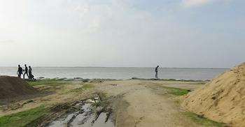 দৌলতদিয়ায় বিপৎসীমার ২৮ সেন্টিমিটার ওপরে পদ্মা