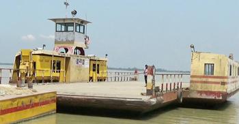 রাজবাড়ী-পাবনা রুটে ফেরি চলাচল বন্ধ