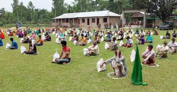 রংপুর-বগুড়ায় সেনাবাহিনীর ত্রাণ পেল ৫৫০ পরিবার