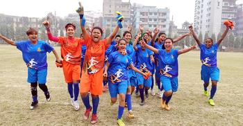 বঙ্গমাতা গোল্ডকাপ ফুটবলের সেমিতে রংপুরের মেয়েরা