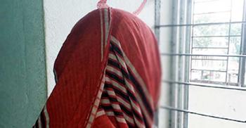 চাকরির জন্য ডেকে ধর্ষণ, দরজায় পাহারাদার