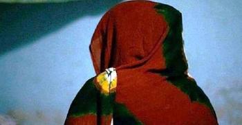 দেড় বছরের মেয়ের গলায় ছুরি ধরে গৃহবধূকে ধর্ষণ