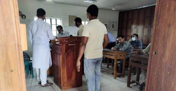 ১৪ শিক্ষার্থীর চুল কাটার ঘটনা তদন্তে ইউজিসির প্রতিনিধি দল