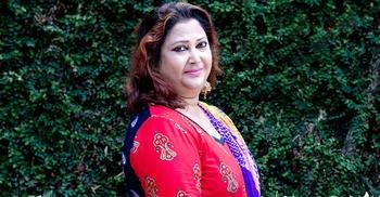 সিনেমায় ভয়ংকর রিনা খান, বাস্তবে আদর্শ মা