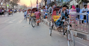 স্কুল-কলেজ খোলার আশায় রিকশাচালকরা