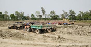 রাবির পুকুরের মাটি যাচ্ছে ইটভাটায়