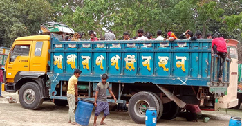 ঢাকা থেকে সাতক্ষীরায় ফিরলেন ৪৬ ইটভাটা শ্রমিক