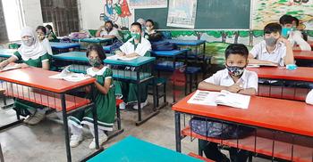রাজধানীতে শিক্ষার্থী উপস্থিতি কোথাও কম কোথাও বেশি